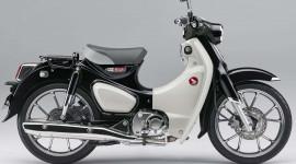 """Honda SuperCub C125 thêm bộ áo đen """"huyền bí"""", giá từ 3.800 USD"""