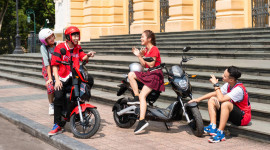 VinFast tặng 50.000 pin xe máy điện cho học sinh