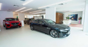 Jaguar Land Rover Việt Nam chính thức khai trương showroom tại Hà Nội
