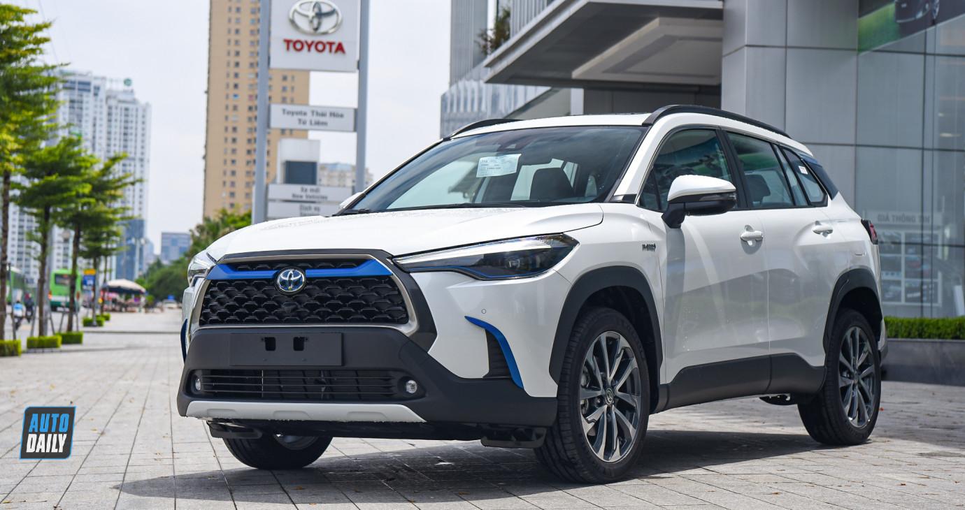 Xe 'hot' Toyota Corolla Cross 2021 về đại lý, số lượng không nhiều