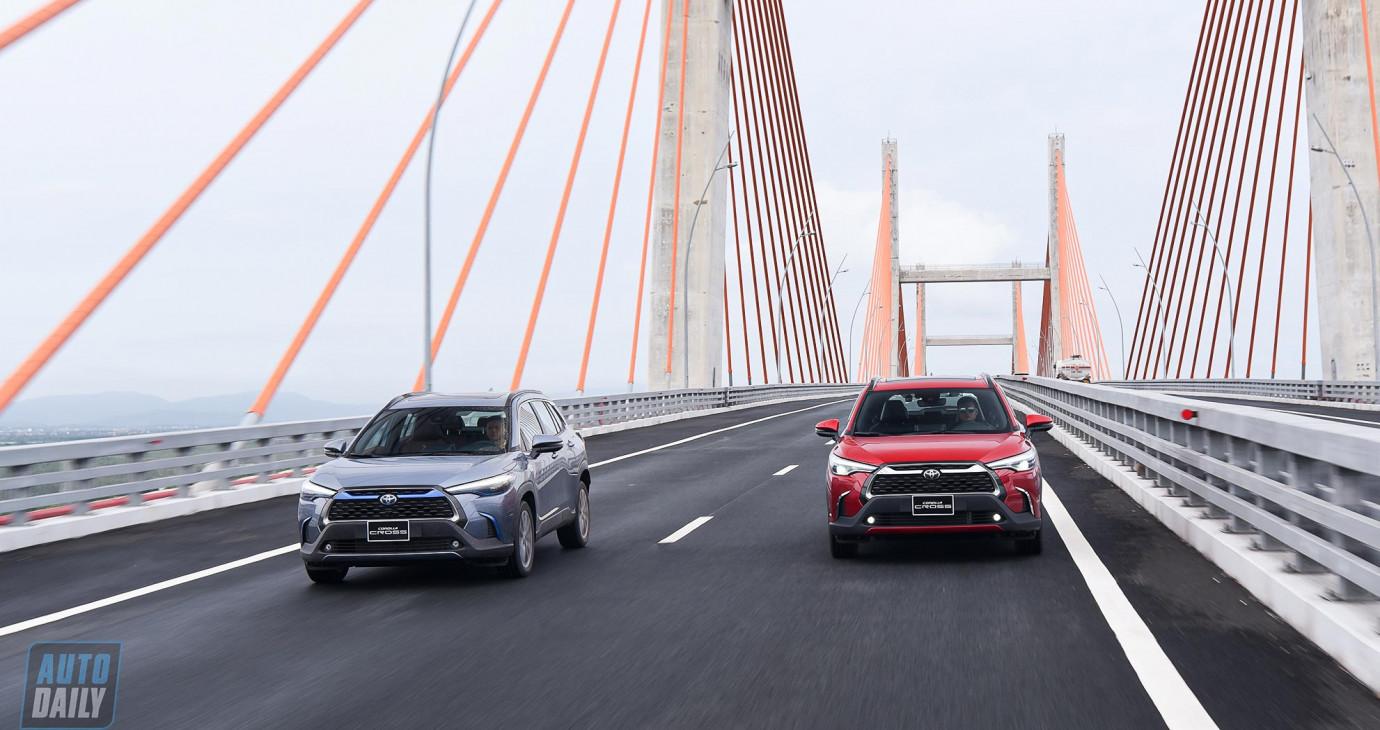 """Đánh giá Toyota Corolla Cross HV: """"Đe trên, nạt dưới?"""""""