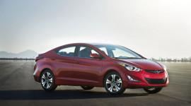 Hyundai Elantra 2015 có giá từ 17.250 USD