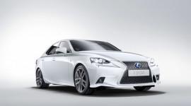 """Lexus """"nói không"""" với việc sản xuất xe tại Trung Quốc"""