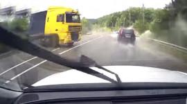 Phản ứng xuất thần, VW Touareg tránh tai nạn thảm khốc
