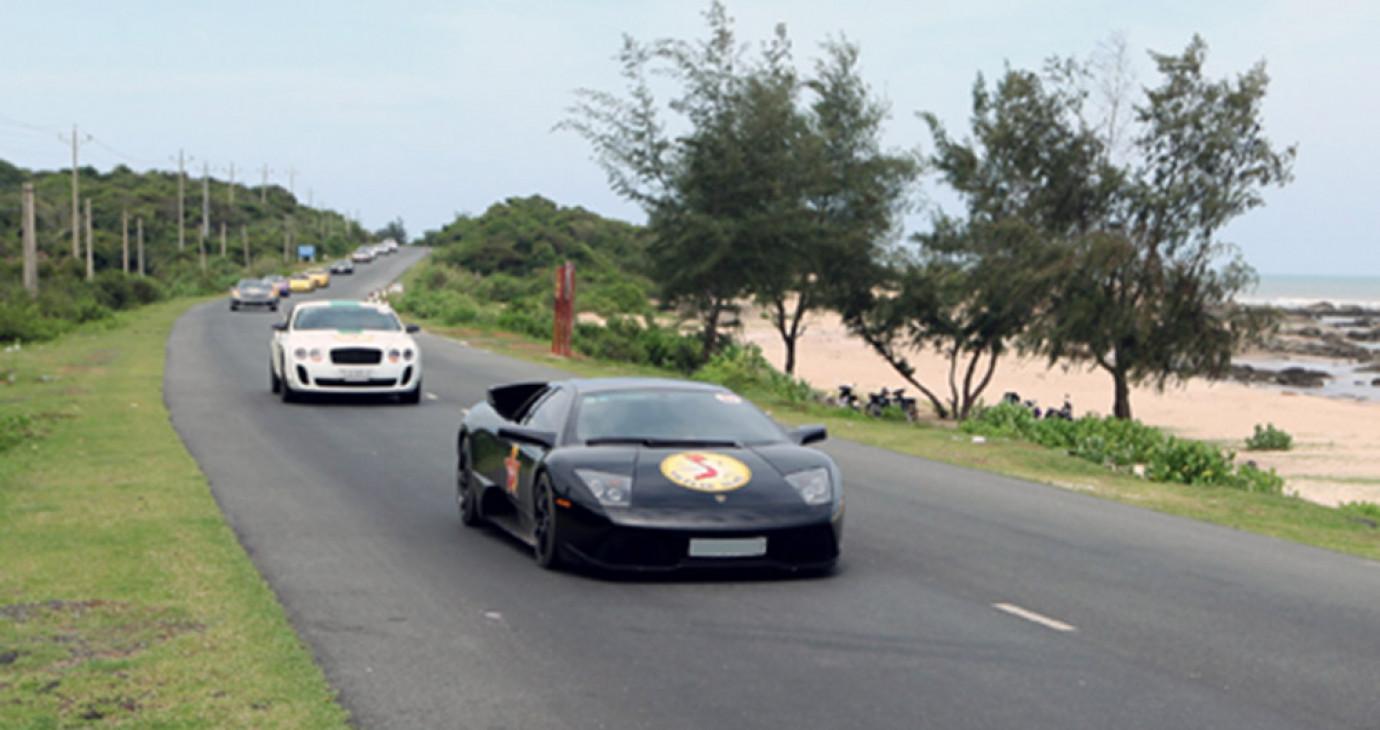 Việt Nam Team - hành trình siêu xe thầm lặng
