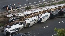 11 xe sang gặp nạn, thiệt hại 1,6 triệu USD