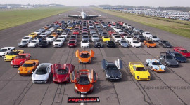 """Hàng trăm siêu xe """"khủng"""" họp mặt"""