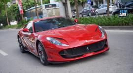 Siêu xe Ferrari 812 SuperFast 27 tỷ trên phố Hà Nội