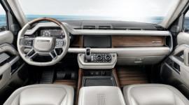 Land Rover Defender bản độ nội thất ốp gỗ như siêu du thuyền