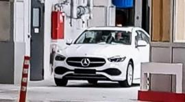 Mercedes-Benz C-Class 2022 lộ diện không che chắn