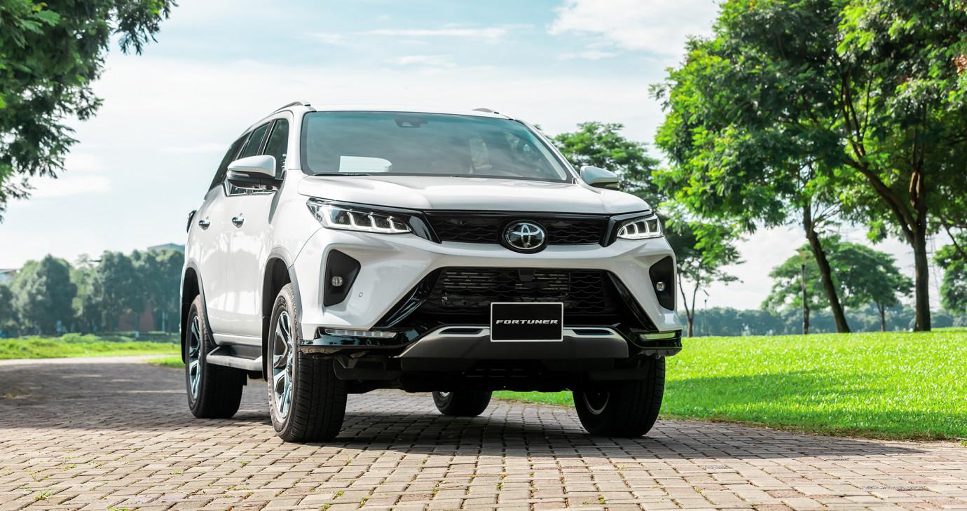 Trải nghiệm nhanh Toyota Fortuner 2021 vừa về đại lý