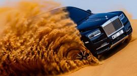 Xem Rolls-Royce Cullinan chinh phục các cồn cát sa mạc tại Dubai