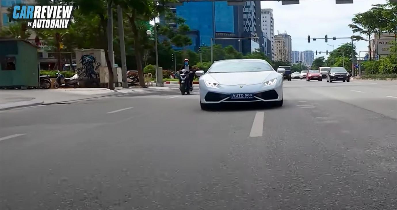 """Lái """"siêu bò"""" Lamborghini Huracan nó phê như thế này đây!"""