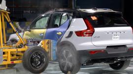 Xem thử nghiệm va chạm Volvo XC40 qua 27 góc cam