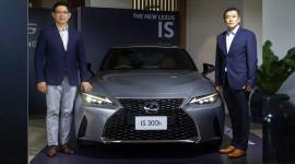Lexus IS 2021 giá từ 88.700 USD tại ĐNÁ, chờ ngày về Việt Nam