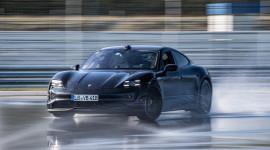 Porsche Taycan lập kỷ lục Guinness về quãng đường drift dài nhất thế giới