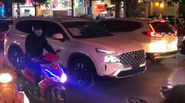 Hyundai SantaFe 2021 lăn bánh trên đường phố Hà Nội
