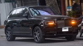 Rolls-Royce Cullinan Black Badge độc nhất Việt Nam ra biển trắng