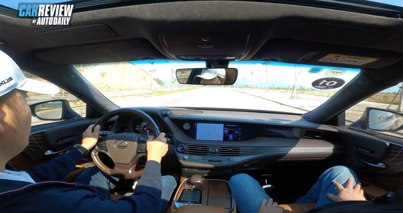 Trải nghiệm bộ đôi Lexus IS 300 2021 và LS500h