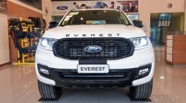 Ảnh chi tiết Ford Everest Sport 2021 giá 1,112 tỷ tại đại lý
