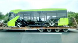 NÓNG: Xe Bus điện VinFast được vận chuyển từ nhà máy về Hà Nội, sẵn sàng chạy thí điểm