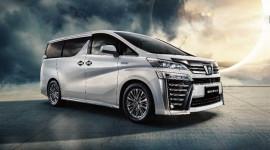 Toyota Crown Minivan ra mắt: Phiên bản 'anh em song sinh' của Toyota Alphard