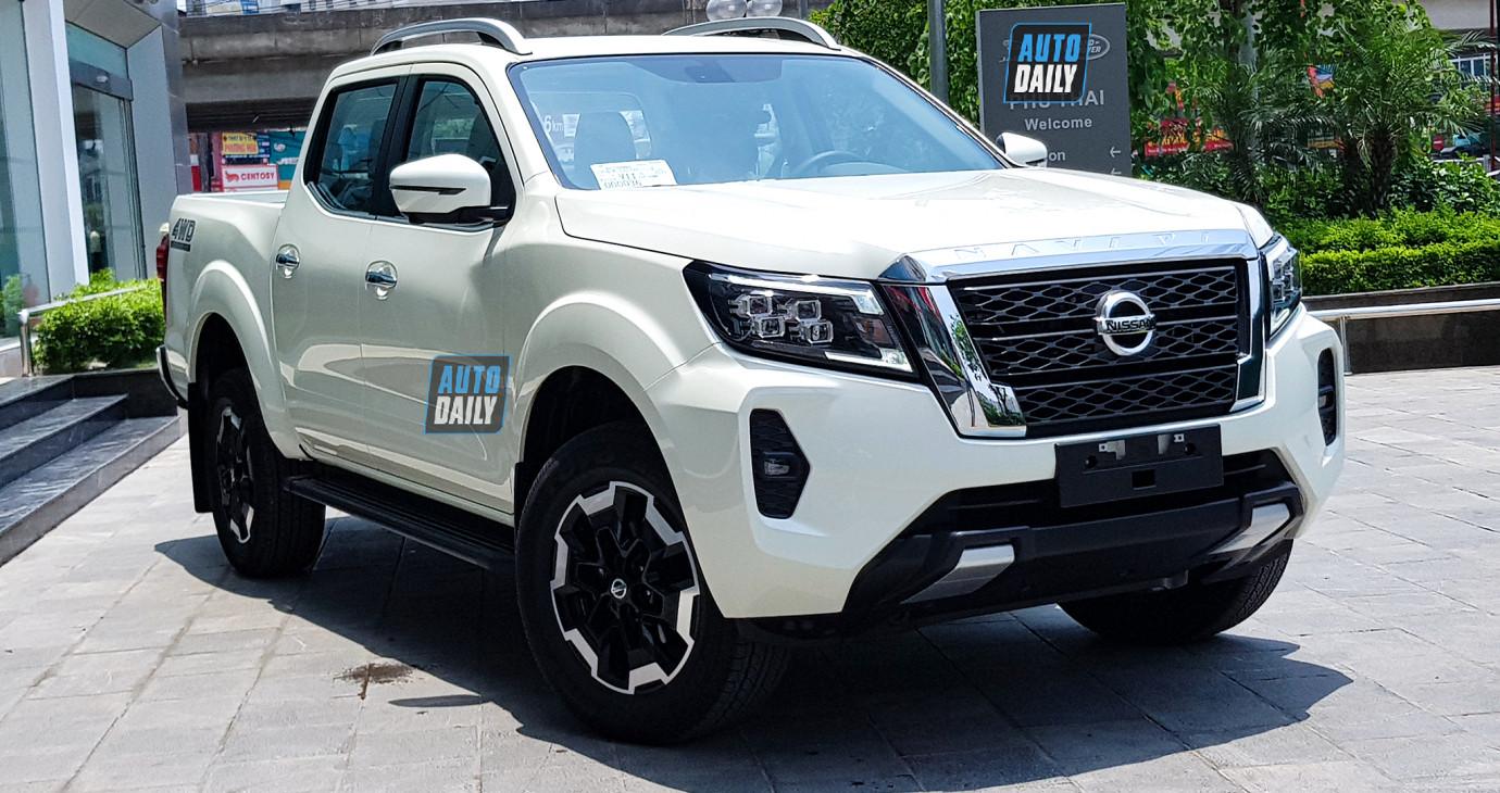 Nissan Navara 2021 ra mắt tại Việt Nam, giá từ 748 - 945 triệu đồng