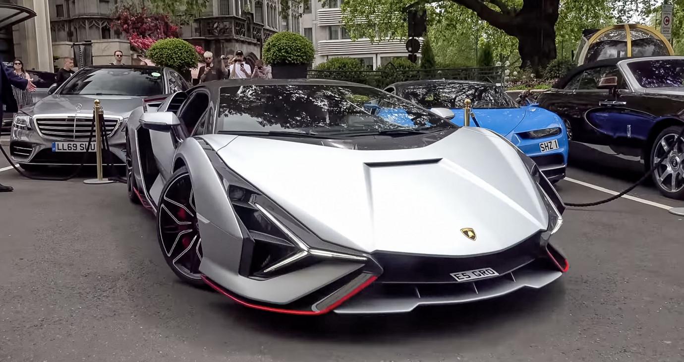 Lamborghini Sian hơn 4 triệu USD lăn bánh trên phố