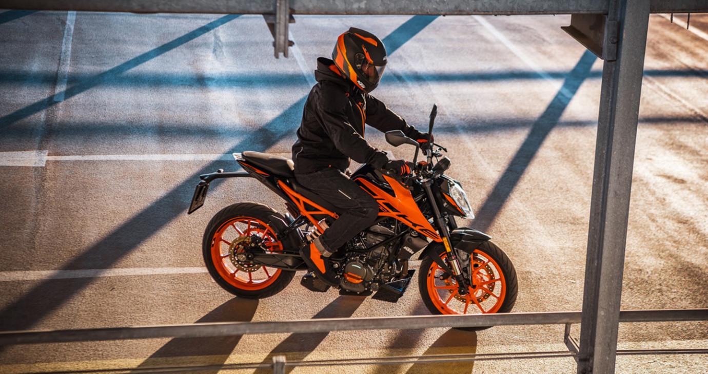 Hàng loạt xe mô tô KTM mới nhất sắp cập bến Việt Nam