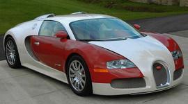 """Trải thảm """"rước"""" Bugatti Veyron ra khỏi ga-ra"""