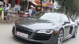 """""""Chộp"""" được  Audi R8 V10 trên đường phố HN"""