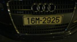 Audi dạo phố cùng... còng số 8