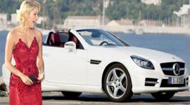 Cầu thủ Barcelona mua Mercedes-Benz SLK làm quà