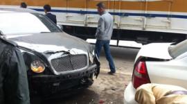 Siêu xe Bentley gây tai nạn trên đường Bắc Thăng Long