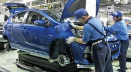 Cháy hàng, Toyota chạy đua sản xuất Prius C hybrid