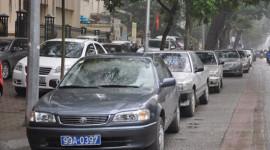 Hà Nội: Một số tuyến lại được trông xe trên vỉa hè