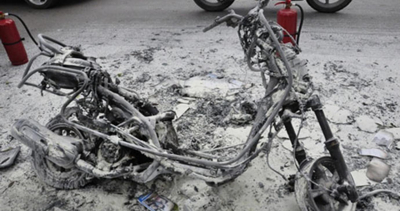 Xe máy Attila hóa thành tro tại hồ Thiền Quang