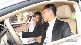 Công Vinh tình tứ dạy Thủy Tiên lái Audi A5 Sportback