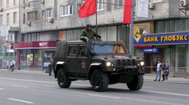 """""""Xế lạ"""" trong lễ duyệt binh Nga"""