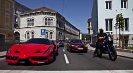 Cận cảnh hai siêu xe chậm nhất thế giới