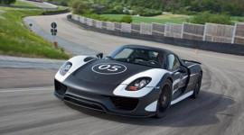 Porsche 918 Spyder lăn bánh trên đường thử