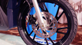 Phanh đĩa xe máy bị siết?
