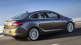 """Opel Astra 2013– """"lính mới"""" trong phân khúc sedan"""