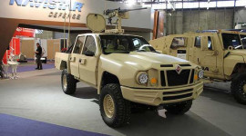"""Xem """"xế khủng"""" tại triển lãm quốc phòng Châu Âu"""