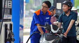 Giá xăng giảm tiếp 700 đồng mỗi lít