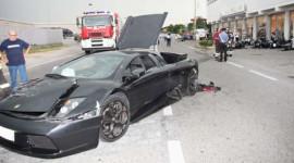 """Mất lái, siêu xe Lamborghini """"hạ gục"""" đại lý mô-tô BMW"""
