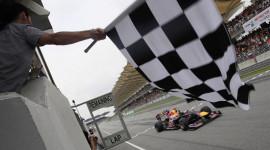 Những lá cờ trên đường đua F1 được phất lên có ý nghĩa gì?