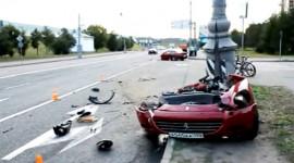 Video: Ferrari 612 Scaglietti đứt làm đôi
