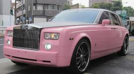 """Rolls-Royce Phantom """"màu tình yêu"""" dạo phố"""