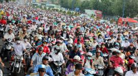 9 kỹ năng đi xe máy kì tài của người Việt